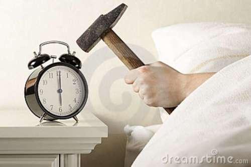 smashing-alarm-clock-hammer-17952022
